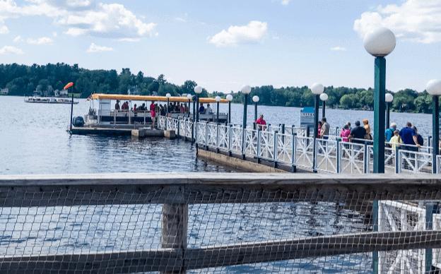 canobie-lake-park-boat-ride