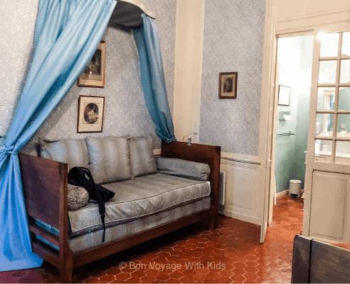 chateau-de-la-barben-bedroom