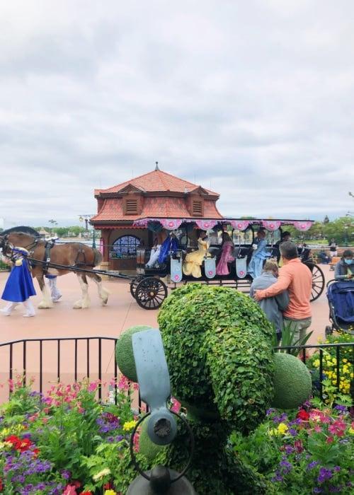 disney-2021-princess-in-a-parade
