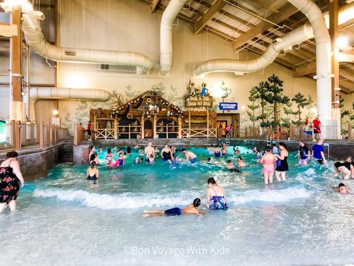 great wolf lodge massachusetts wave pool