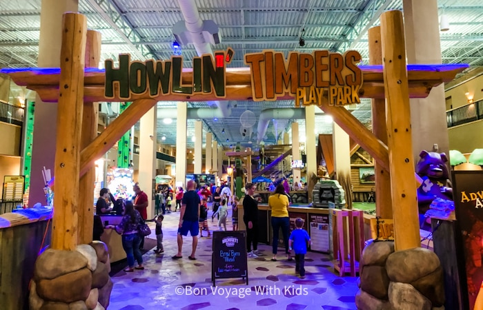 great-wolf-lodge-massachusetts-howling timbers