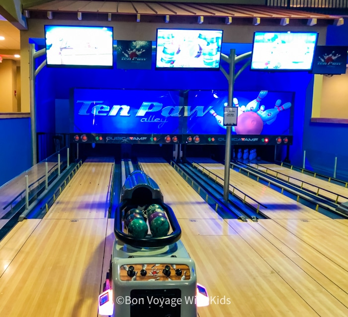 great wolf lodge massachusetts bowling alley