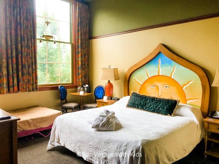 Room inside McMenaman's Hotel Seattle with Kids