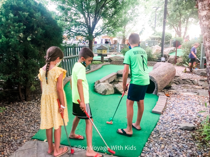 mini golfing things to do with kids on cape cod