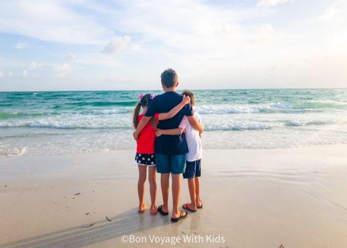 kids looking at the ocean at anna maria island